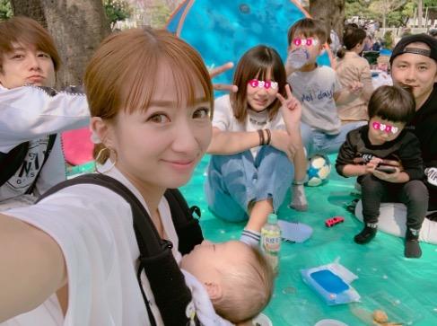 辻希美、家族集合のお花見ショット公開「あったかくて気持ち〜」サムネイル画像