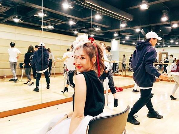 紗栄子、ダンスレッスン中の振り向き写真を公開に「かわいいです」の声サムネイル画像