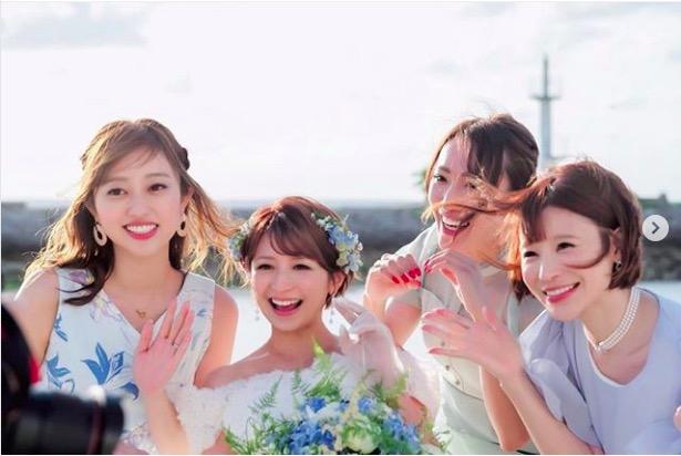 結婚式で矢口真里を囲む菊地亜美、手島優、ゆしんらの写真公開&妊娠報告のタイミングも明かす「先走って…」サムネイル画像