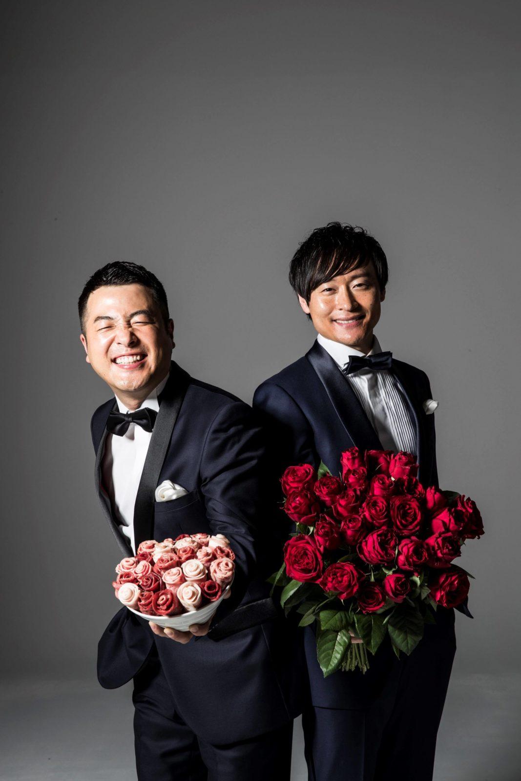 お笑いコンビ・和牛、牛バラ肉の花束を持つタキシードショット公開&理想の結婚相手についても語るサムネイル画像