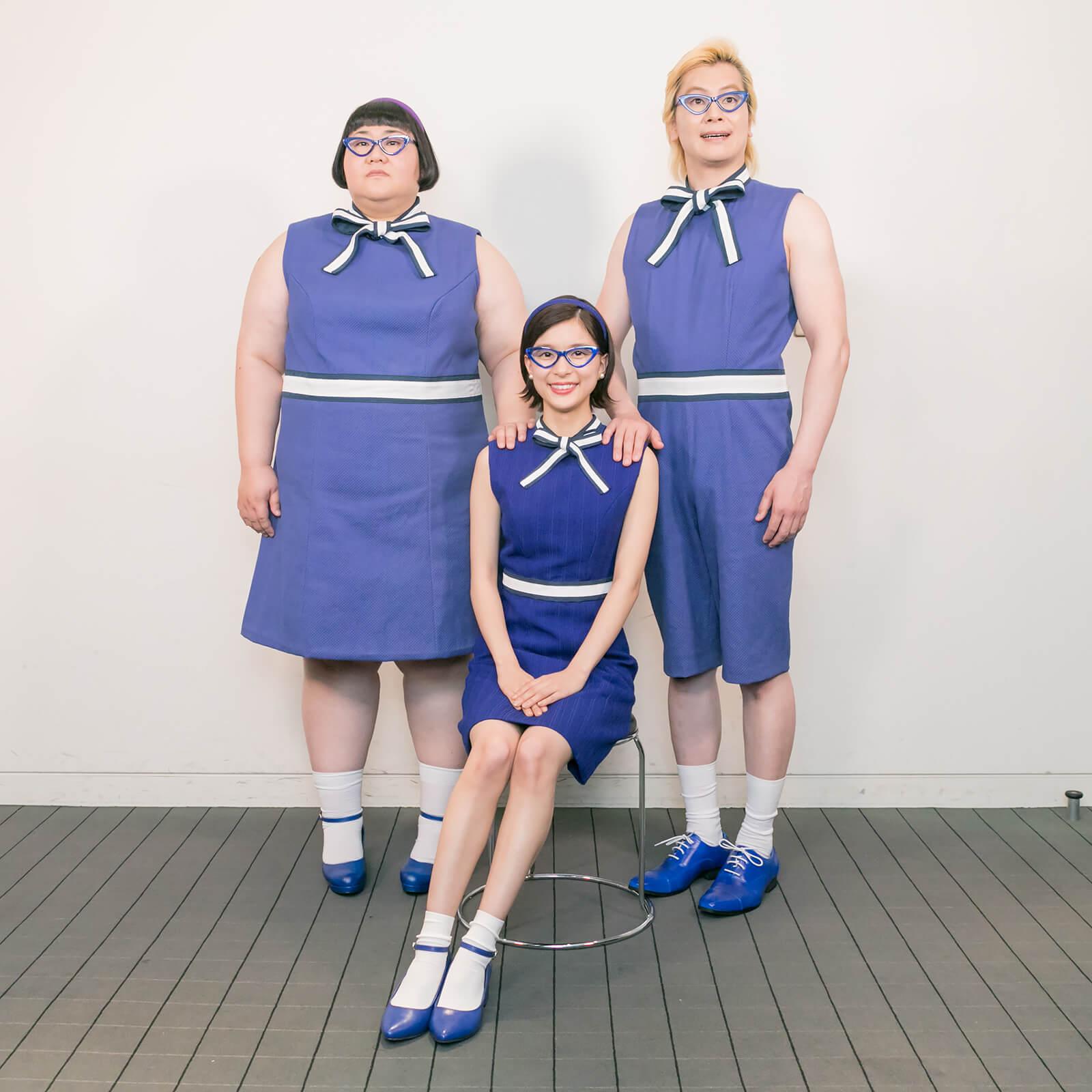 """芳根京子&メイプル超合金の""""家族写真""""公開&話題の""""持ち上げ写真""""も体験"""