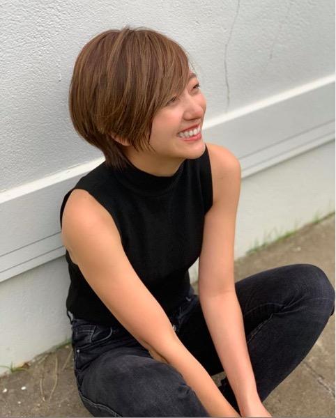 伊藤千晃、ばっさりショートヘアーの新ヘアスタイル写真公開で反響「カッコいい」「2度見しました」サムネイル画像