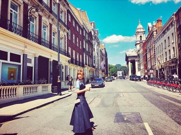 紗栄子、ロンドンでの街中ショット&息子たちの写真も公開「モデル体型」「コーデ可愛い」サムネイル画像