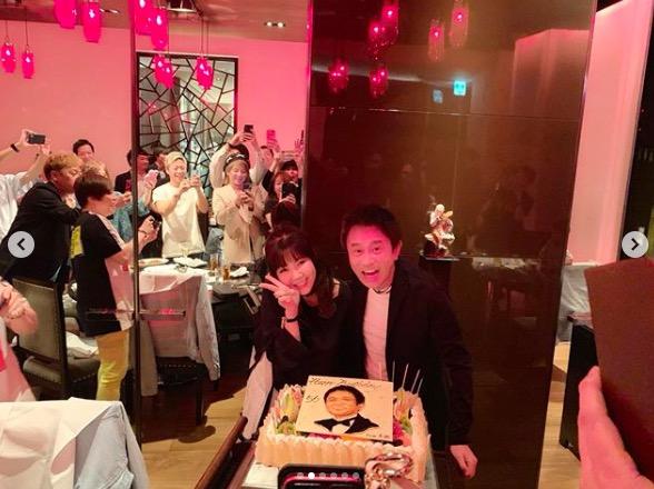 ダウンタウン浜田、誕生日会に藤井隆・YOU・西川貴教ら豪華芸能人が集合&夫婦ショットも披露
