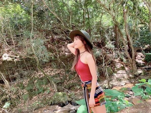 AAA宇野実彩子、肩出しミニ丈コーデに反響「美ボディ」「スタイル羨ましい」サムネイル画像!