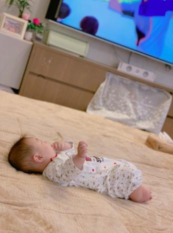 辻希美、息子とのカメラ目線2ショット公開&キッチンに立つ長女の横顔も披露「楽しみだなぁ」