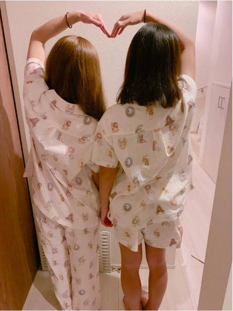 辻希美、長女とのお揃いパジャマ2ショット公開で「完全に身長抜かれてる」サムネイル画像