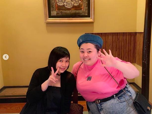 """絢香、渡辺直美との""""タメ""""2ショット公開で反響「同い年なことにびっくり」「肌が綺麗」"""