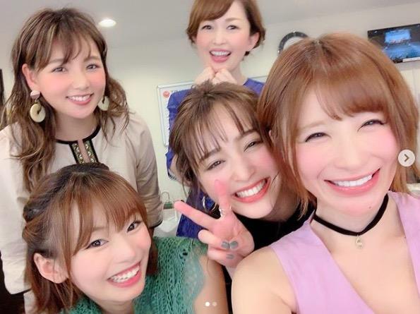 手島優、野呂佳代らとの集合ショットに「いいメンバー」「笑顔がとても素敵」の声サムネイル画像