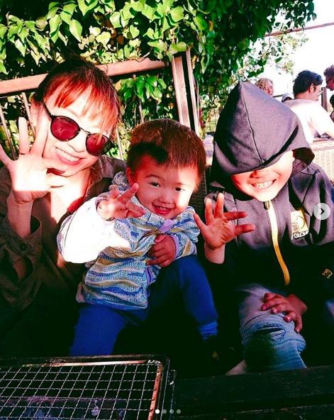 鈴木亜美、息子との笑顔ショット公開にファンからは「亜美ちゃん似だね」「可愛すぎ」の声サムネイル画像!