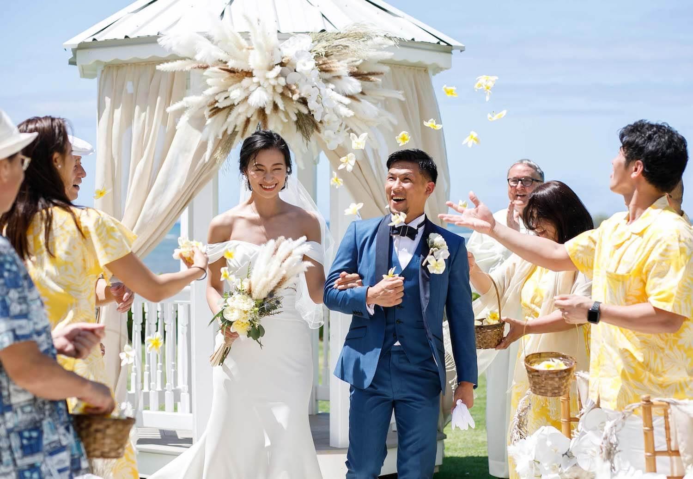 高橋ユウ・卜部弘嵩選手、ハワイでの挙式ショットを公開&姉妹写真も披露サムネイル画像