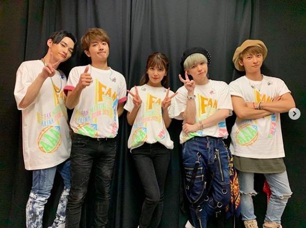 AAA與真司郎、メンバー5人の記念ショット公開に反響「嬉しすぎる」サムネイル画像