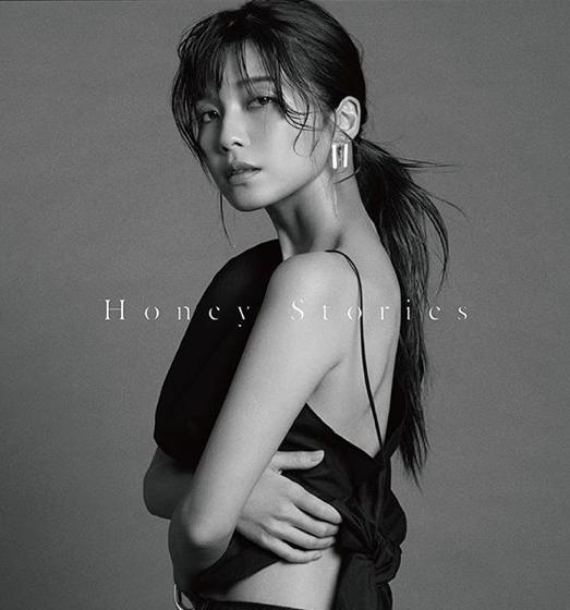 AAA宇野実彩子、美背中披露のジャケ写公開で「肌も背中も全部が美しい」の声サムネイル画像