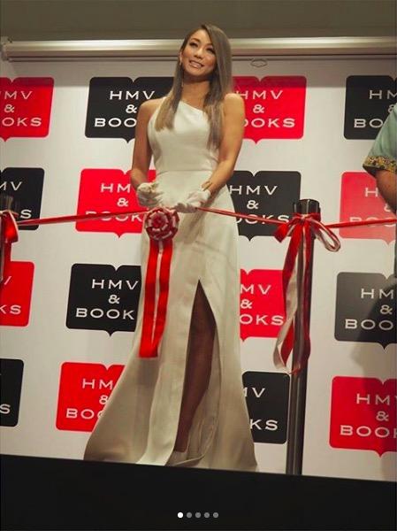 倖田來未、スリットから美脚のぞく白ドレス写真公開で絶賛の声「スタイル良すぎ」「肌キレイ」サムネイル画像!