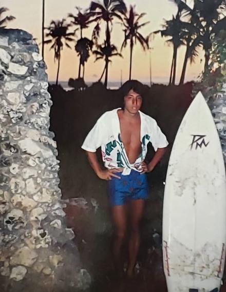 DJ KOO「バリバリのサーファー」時代の写真に「カッコイイ」「爽やか!」の声