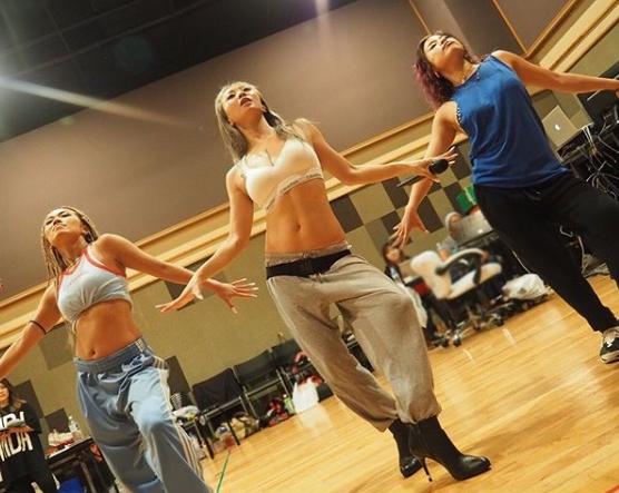 「すっごい肉体美!」倖田來未、美腹筋&くびれ際立つダンス写真公開に絶賛の声「目指すはこのお腹」