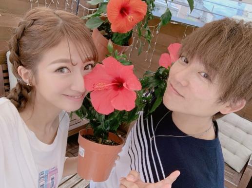 辻希美、夫・杉浦太陽との結婚記念日に2ショット公開「人生の半分…」サムネイル画像