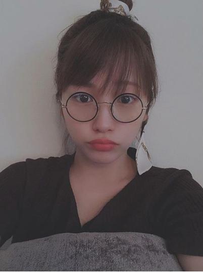川栄李奈、プレゼントされた丸メガネ写真に反響「可愛さが底知れない」サムネイル画像