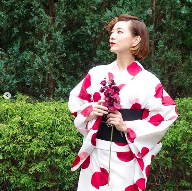 伊藤千晃、ボブヘアアレンジでの浴衣姿の写真公開し「顔ちっちゃ」「かわいすぎる」サムネイル画像