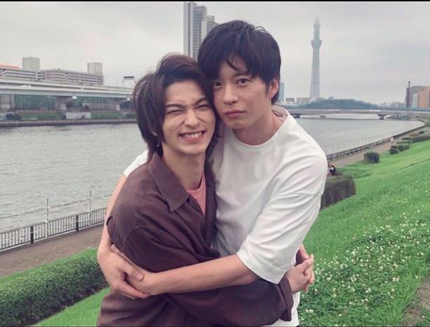 """横浜流星、田中圭との""""ハグ""""2ショットにファン歓喜「あれ?おっさんずラブかな」「かわいいが過ぎる」"""