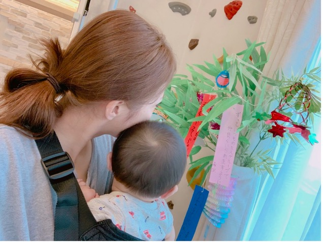 辻希美、自宅の七夕飾りと家族ショット公開「みんなの願いが叶いますように」サムネイル画像
