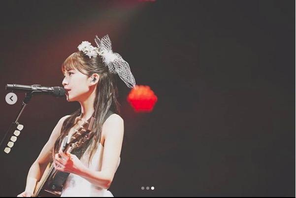 AAA宇野実彩子、美スタイル強調のステージ写真公開し絶賛の声「細すぎる」「超可愛いしカッコいい」