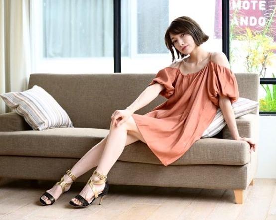 後藤真希、ほっそり美脚披露のワンピースショット公開サムネイル画像