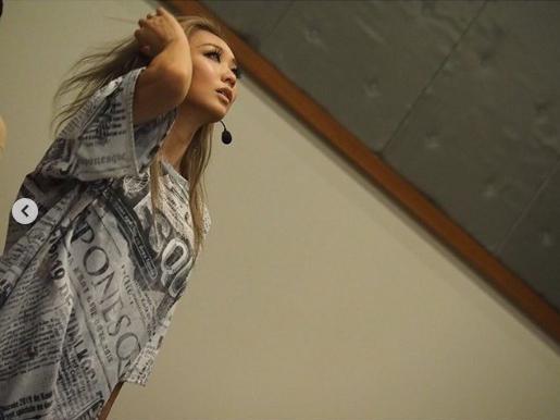 「くびれがヤバい」倖田來未、美腹筋際立つリハーサル写真をファン絶賛「お腹が綺麗過ぎ」