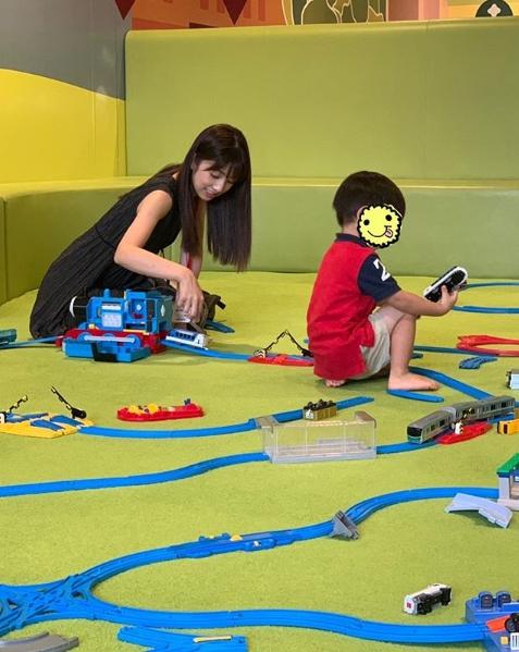 小倉優子、子どもとの2ショット公開&子育ての苦労も吐露「日々反省…」サムネイル画像