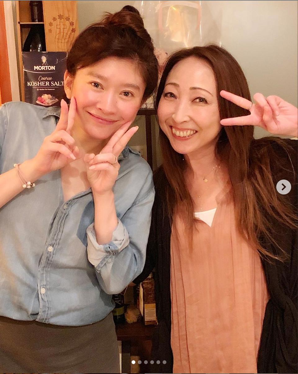 """TRF・CHIHARU、篠原涼子との""""小室ファミリー""""2ショット公開で反響「お2人とも、綺麗」「嬉しそう」サムネイル画像"""