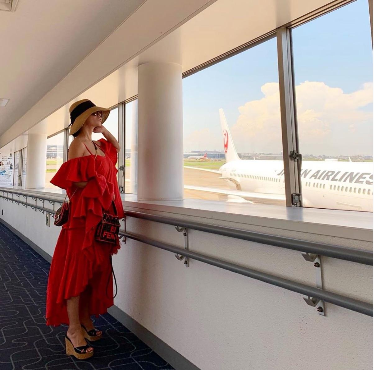 浜崎あゆみ、肩出しドレスの歌唱姿写真公開で「めちゃ可愛い」「素敵ですね」の声