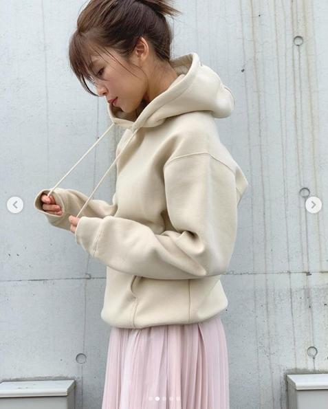AAA宇野実彩子、ぬくぬくパーカー&萌え袖ショットに「美しい!」「ため息がでる」サムネイル画像