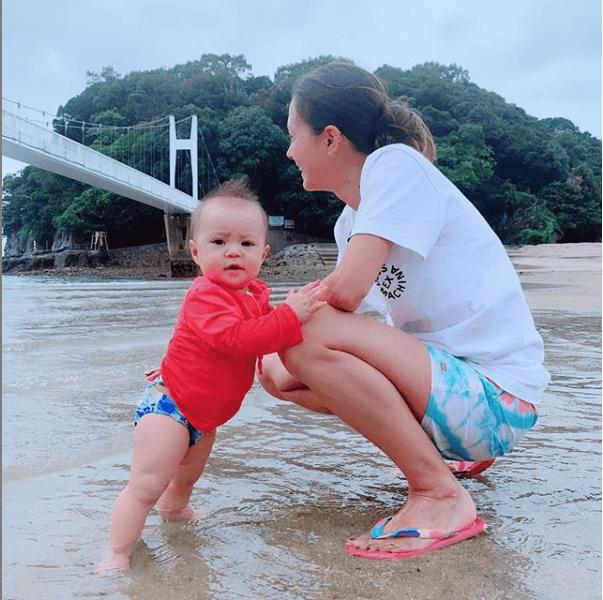 土屋アンナ、次女との水辺2ショット&母としての心情告白に反響「そっくり」「成長が…」サムネイル画像