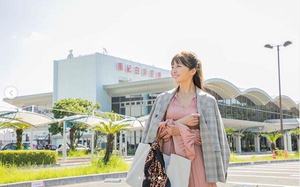 AAA宇野実彩子、海辺のピンクワンピース写真に「天使すぎる」「かわいい最強」