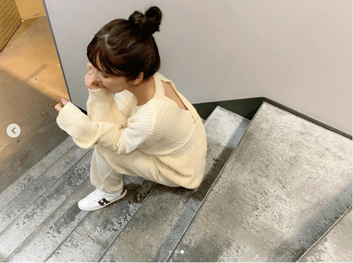 AAA宇野実彩子、背中ちら見え&萌え袖の白ニットコーデ写真公開で反響「彼女感…」「天使ですか」サムネイル画像