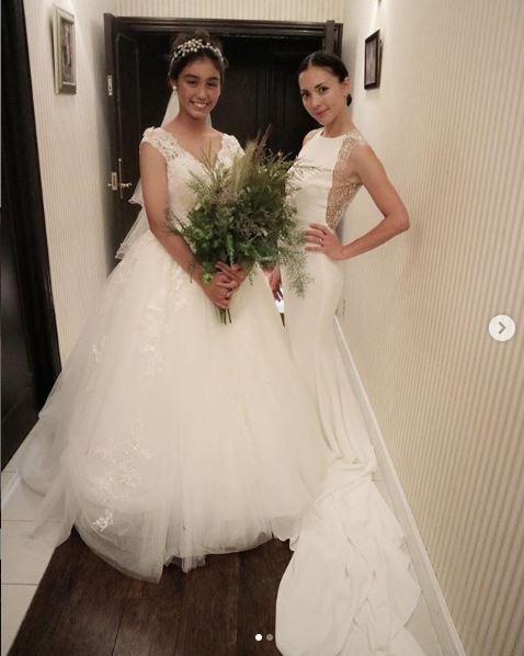 土屋アンナ、マーメイドラインの白ドレス姿を公開し「スタイル抜群」「ラインがステキ」の声サムネイル画像