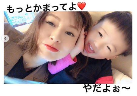 第2子妊娠中の鈴木亜美、ヘアスタイルチェンジ写真公開で「今のうちに準備」「抜け毛も…」