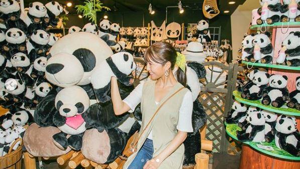 AAA宇野実彩子、動物たちとの笑顔ショットを公開し「絵になる」「可愛いが溢れてる」の声