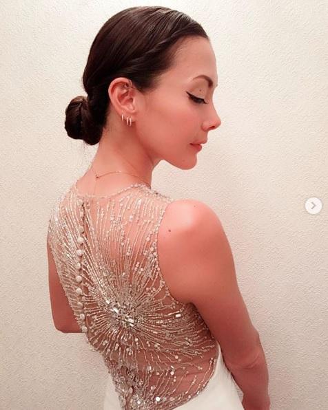 「努力の賜物ボディー」土屋アンナ、透け感ドレスのセクシーバックSHOTを公開し反響「尊敬する美しさ」サムネイル画像