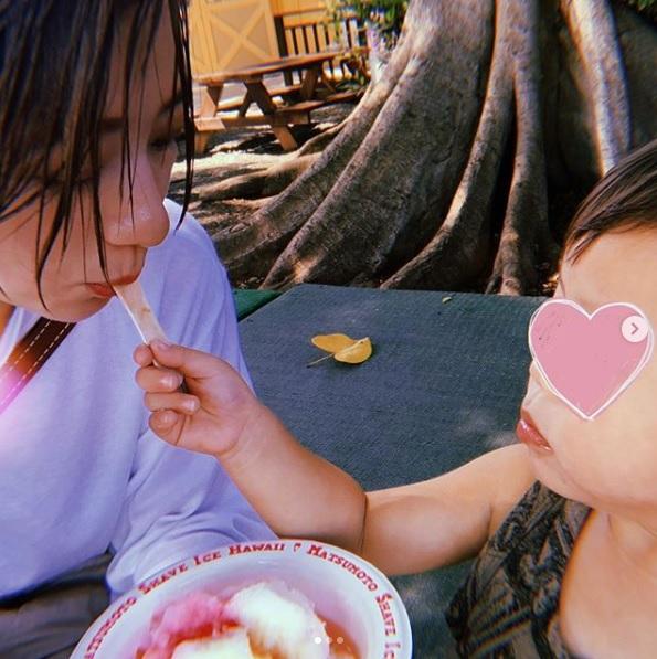 """伊藤千晃、""""やんちゃ""""息子との2ショット公開で反響続々「幸せそう」「可愛すぎる」サムネイル画像"""