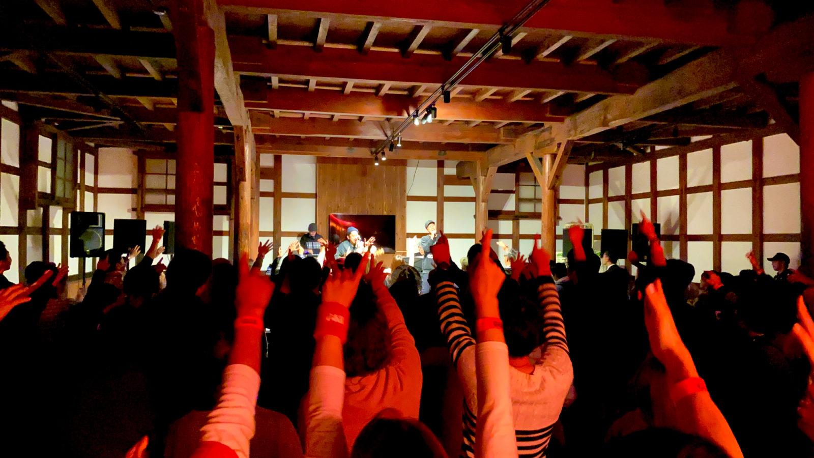 "C&K、秋田県のファンからラブコール受け""酒蔵""会場で熱いライブを開催サムネイル画像"