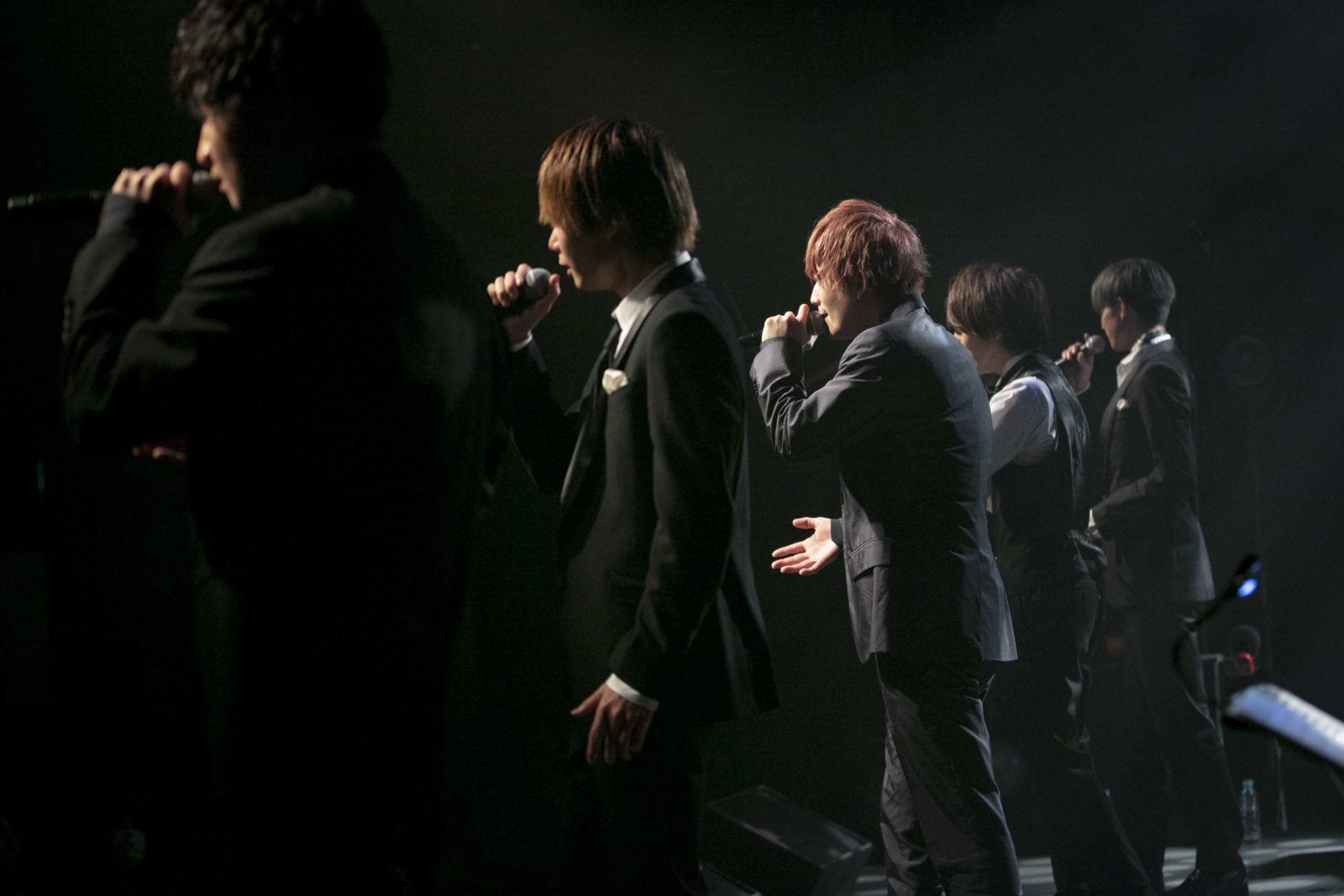 CUBERS、人気シリーズのバンドを従えた「踊らないワンマン」新春に開催決定サムネイル画像