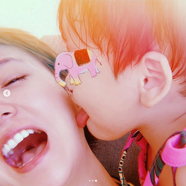 """伊藤千晃、""""やんちゃ""""息子との2ショット公開で反響続々「幸せそう」「可愛すぎる」"""
