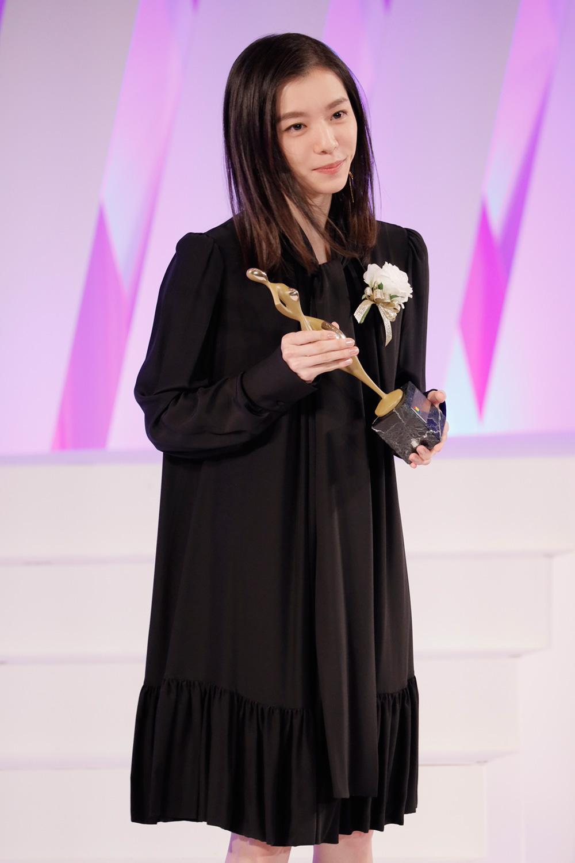 milet、デビュー曲「inside you」が「東京ドラマアウォード 2019」主題歌賞を受賞サムネイル画像