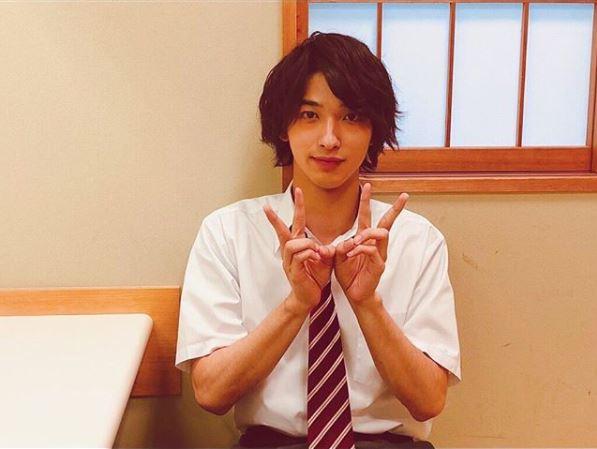 横浜流星、久々の制服姿を公開し絶賛の声「完璧だよ」「可愛すぎ無理」サムネイル画像
