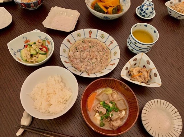 """小倉優子、彩り豊かな""""お家ご飯""""公開に「料理上手でいいなぁ」「旦那様は幸せ者」の声サムネイル画像"""