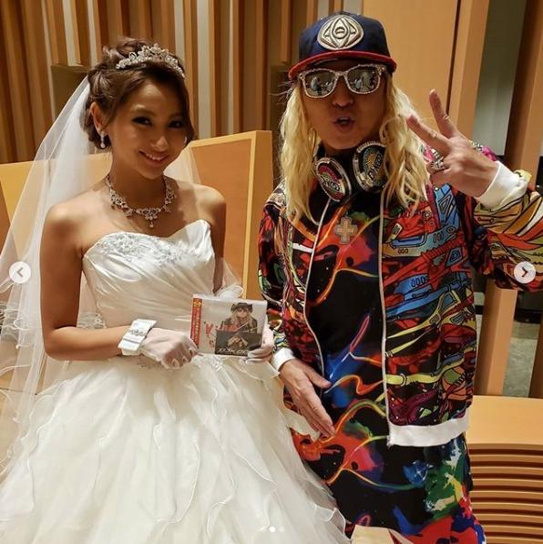 ウェディングドレス姿のゆきぽよとの2ショット公開で、DJ KOO「鬼可愛いーね!!」サムネイル画像