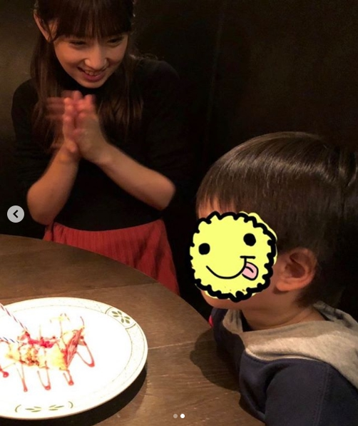 """小倉優子、次男3歳の誕生祝い2ショット&""""ママ友""""からのバースデーケーキ公開で「なんかほのぼの」「息子さんたちも幸せですね」サムネイル画像"""