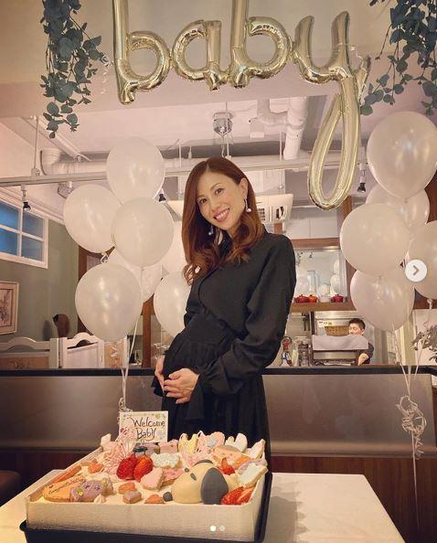 妊娠中MAX・NANAのふっくらお腹SHOT &サプライズパーティをLINAが明かし反響「美人な妊婦さん」「愛だね」サムネイル画像