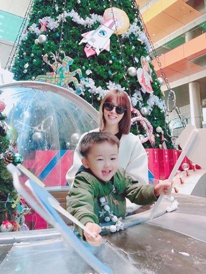 """妊娠7カ月の鈴木亜美、""""もうすぐ3歳""""の長男とのおでかけ2ショットを公開「季節が変われば子供も成長してる」サムネイル画像"""